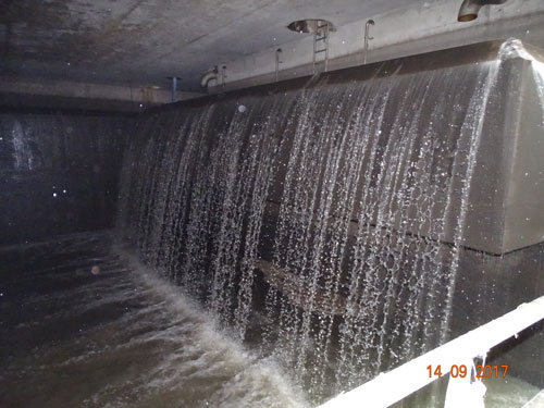 Kanalnetzbewirtschaftung 4.0: Überlaufkante eines Stauraums im Nürnberger Kanalnetz